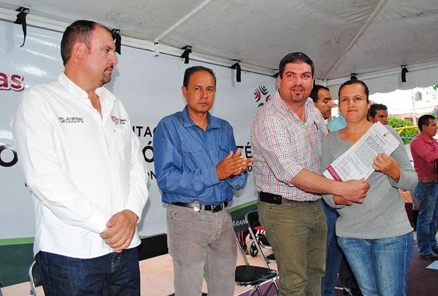 Entrega el presidente municipal títulos de propiedad en El Saltillo