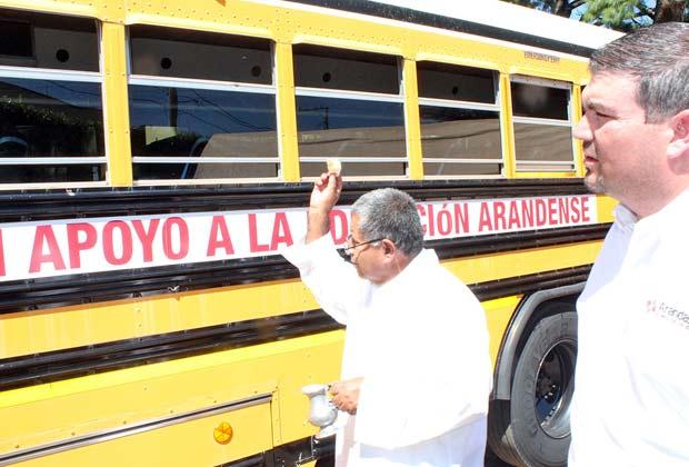 Entregan camión para estudiantes de Arandas