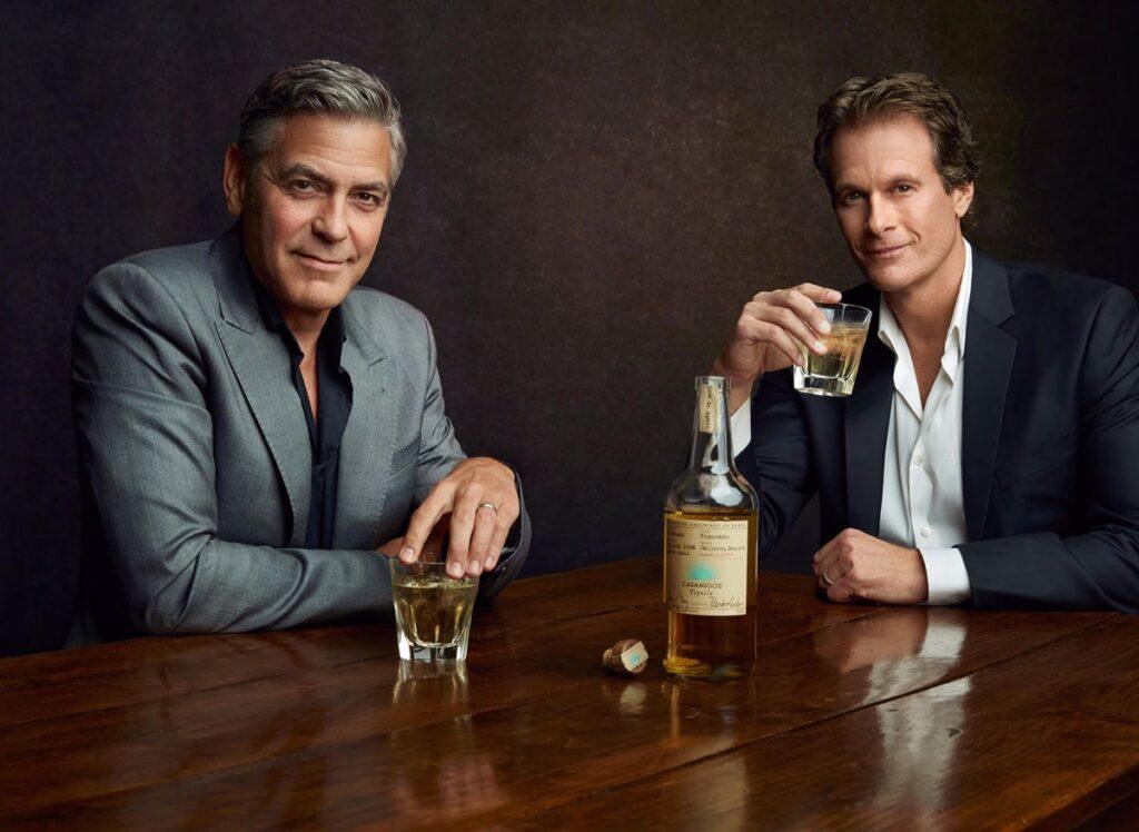 """George Clooney vendió su tequila """"Casamigos"""" en alrededor de mil millones de dólares. Créditos de la fotografía: Revista GQ"""