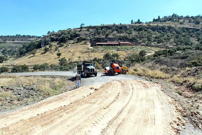Imagen de la reconstrucción de la carretera Arandas - San Diego de Alejandría, cuando trabajaban en la cuesta, antes de llegar al Sáuz de Cajigal