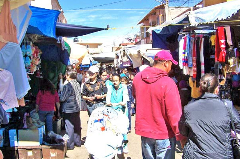Los tianguis son una importante fuente de ingresos para las familias arandenses